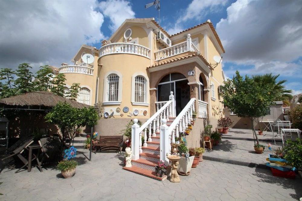 Недвижимость в испании от банков в коста бланка фото